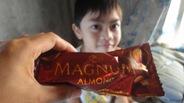Magnum Ice cream bar with a kid